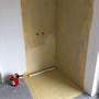 izolácia sprchového kúta musí byť natretá na stenách do výšky minimálne 2 metrov