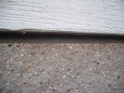 PĚNOU PUR V PÁSCE (kompriband) vyřešíme přechod mezi štípanou obkladovou tvarovkou a zateplovacím systémem
