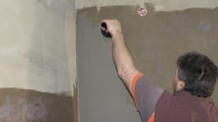 na steny a podlahu kúta nanesiete prvý náter LEPENKY V PRÁŠKU