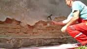 """Ako vysušiť vlhkú stenu v byte alebo v dome? Čo robiť, keď máte """"mokrý barak""""?"""